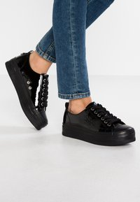 Calvin Klein Jeans - ZOLAH - Trainers - black - 0