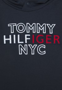 Tommy Hilfiger - GRAPHIC HOODIE - Mikina s kapucí - blue - 2