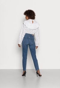 TOM TAILOR DENIM - MOM FIT - Jeans a sigaretta - mid stone bright blue denim - 2