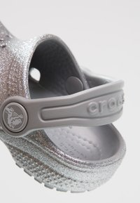 Crocs - CLASSIC GLITTER - Pool slides - silver - 2