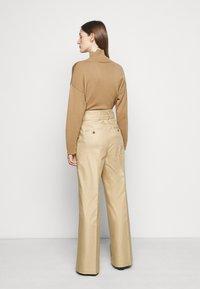 WEEKEND MaxMara - ALACRE - Kalhoty - kamel - 2