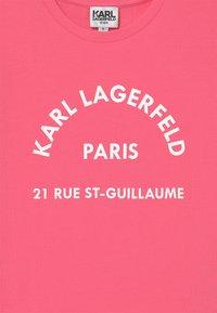 KARL LAGERFELD - SHORT SLEEVES  - Print T-shirt - rasberry - 2