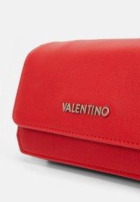 Valentino Bags - MEMENTO - Across body bag - rosso - 4