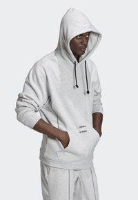adidas Originals - HOODIE - Hoodie - grey - 4