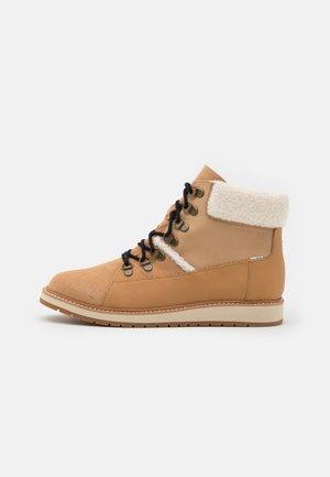 MESA - Šněrovací kotníkové boty - tan