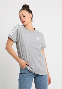 adidas Originals - STRIPES TEE - Print T-shirt - medium grey heather - 0