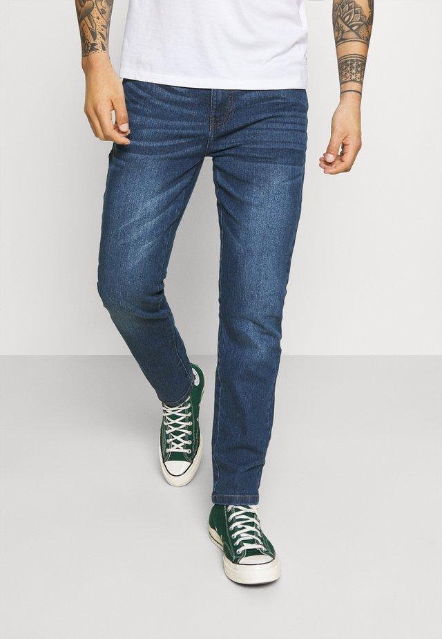 Straight leg jeans - mid wash