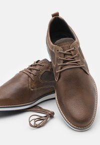 Pier One - LEATHER - Zapatos con cordones - taupe - 5