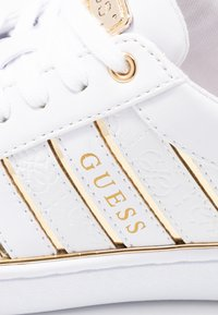 Guess - BOLIER - Sneakers laag - white/gold - 2