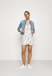 Abercrombie & Fitch - RUFFLE WRAP DRESS  - Kjole - white - 1