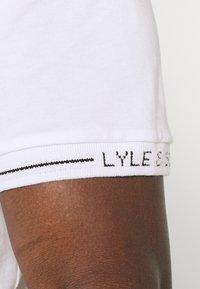Lyle & Scott - SEASONAL BRANDED - Basic T-shirt - white - 4