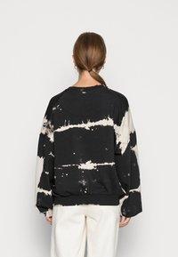 Weekday - PAMELA OVERSIZED - Sweater - tie dye - 2