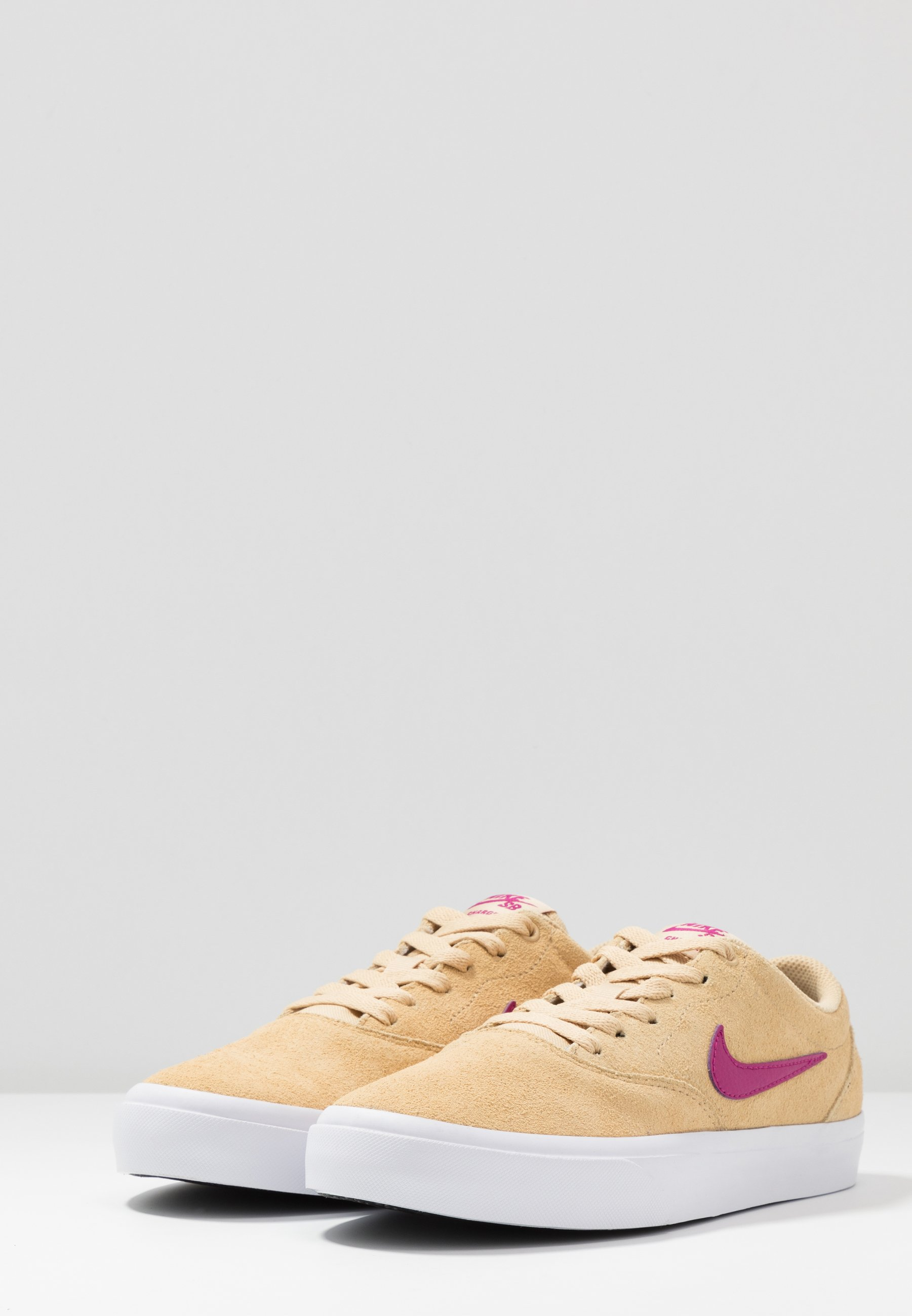 Nike SB CHARGE Joggesko cactus flowerwhite Zalando.no