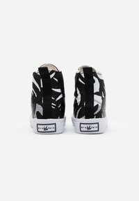 McQ Alexander McQueen - SWALLOW CUT UP - High-top trainers - black/white - 2