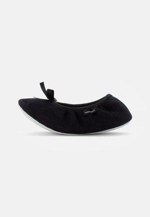 VARBERG - Domácí obuv - black