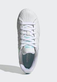adidas Originals - SUPERSTAR J - Trainers - white - 3