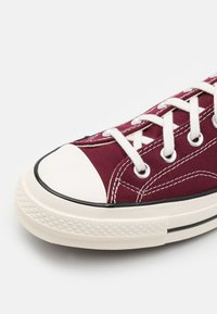 Converse - CHUCK 70 RECYCLED UNISEX - Sneakersy niskie - deep bordeaux/egret/black - 5