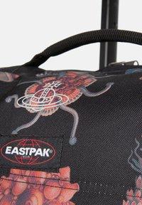 Eastpak - TRANVERZ  - Wheeled suitcase - save our oceans - 5