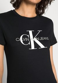 Calvin Klein Jeans - CORE MONOGRAM LOGO - T-shirts med print - black - 4