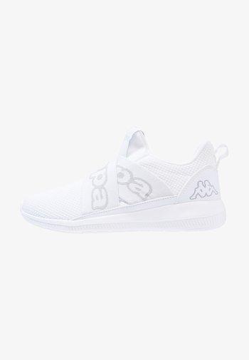 FASTER II - Sportschoenen - white/light grey