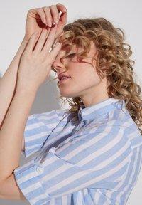 Eterna - MODERN  - Button-down blouse - hellblau/weiß - 2