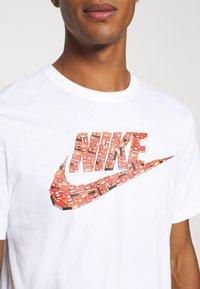 Nike Sportswear - TEE FUTURA SHOEBOX - Camiseta estampada - white - 4
