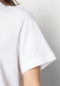 Weekday - TRISH - Jednoduché triko - white - 4