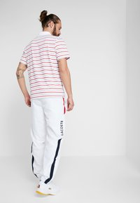 Lacoste Sport - PANT - Träningsbyxor - white/red/navy blue - 2