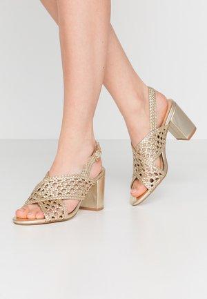 HILOVA - Sandals - or