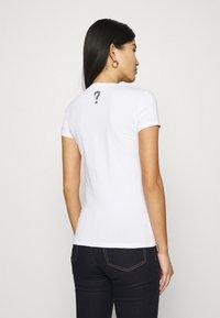 Guess - MIRIANA TEE - Print T-shirt - true white - 2