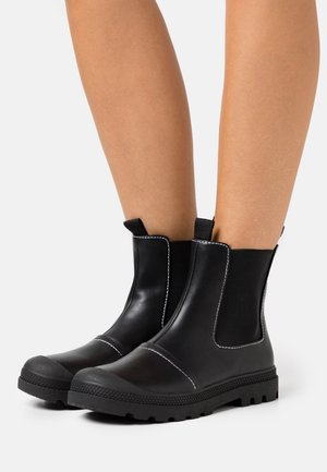 ASTRID LUG SOLE BOOT - Støvletter - black