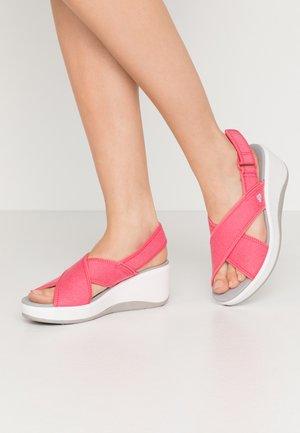 STEP CALI COVE - Platform sandals - berry