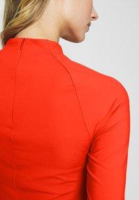 J.LINDEBERG - SAHRA LUX SCULPT - Sportovní šaty - tomato red - 5