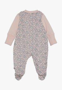 Jacky Baby - SCHLAFANZUG MIT UMSCHLAGHANDSCHUH KOALA BEAR - Pyžamo - rosa - 1