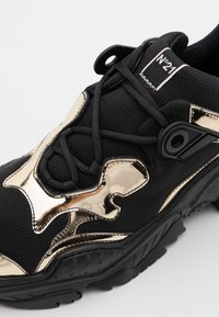 N°21 - BILLY - Trainers - black/gold - 5