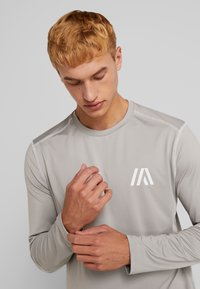 Your Turn Active - T-shirt à manches longues - mottled light grey - 3