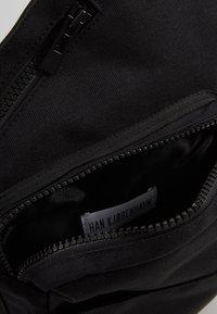 Han Kjobenhavn - TRIANGLE BAG - Borsa a tracolla - black - 5