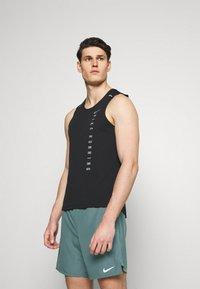 Nike Performance - CHALLENGER SHORT - Korte broeken - hasta - 3