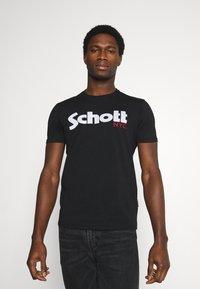 Schott - LOGO - Print T-shirt - black - 0
