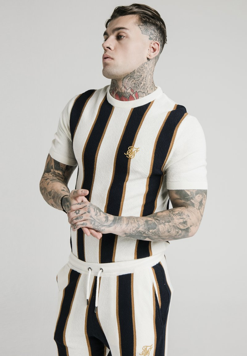 SIKSILK - Print T-shirt - off white/navy/gold