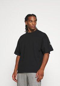 WRSTBHVR - VOLUME MOOD UNISEX - Print T-shirt - black - 0
