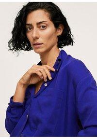 Mango - Button-down blouse - bleu - 5