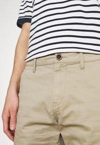 TOM TAILOR - BERMUDA - Shorts - chinchilla - 4