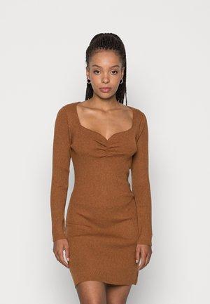 OBERLIN GATHERED DETAIL DRESS - Jumper dress - brown