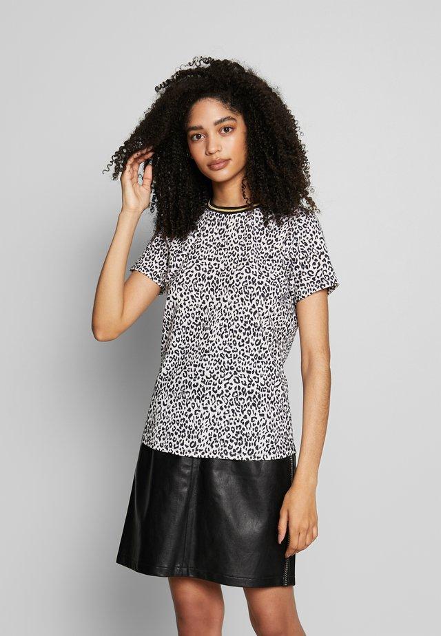 ALICIA PANTHER - Camiseta estampada - les blancs