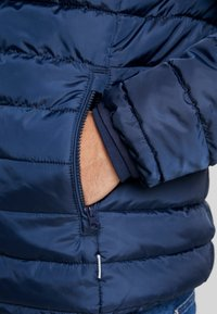 Only & Sons - ONSGEORGE QUILTED HIGHNECK - Chaqueta de entretiempo - dress blues - 6