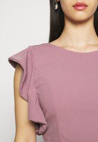 WAL G. - OLLI FRILL SLEEVE CROP  - Print T-shirt - mauve pink - 5