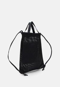 Nike Sportswear - ESSENTIALS UNISEX - Batoh - black/grey - 1