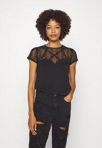 Guess - A$AP ROCKY LOUISE - T-shirts med print - jet black - 0