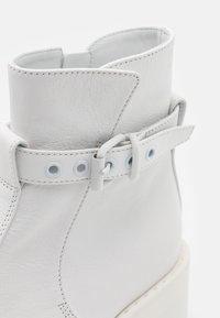 MM6 Maison Margiela - MATT  - Kotníkové boty na platformě - white - 6